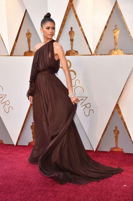 a1443e6c6d6 Оскар-2018»  лучшие наряды с красной ковровой дорожки