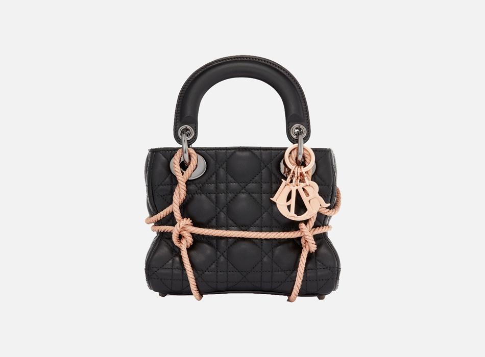 b99301782302 Шесть современных художниц переосмыслили сумку Lady Dior | Buro 24/7